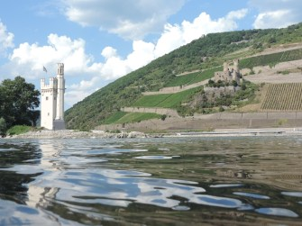 Spielendes Rheinwasser am Mäuseturm, Bingen